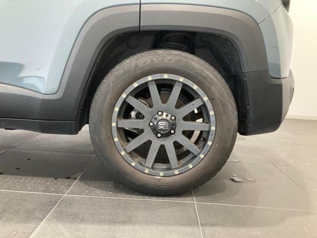 タイヤの溝も残っております。