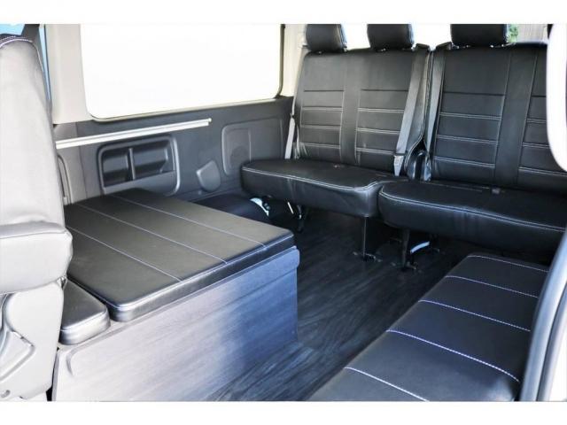 シートアレンジVer1のシートです!向かい合わせで走行中も座ることができますので、ドライブもご家族、お友達で楽しんでいただけると思います!