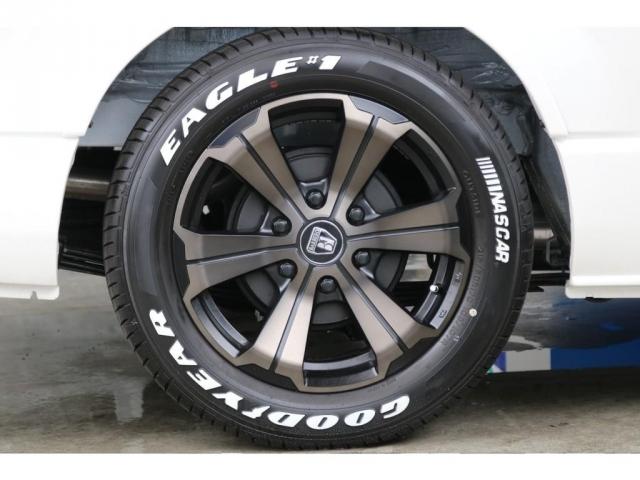 フレックスオリジナルカラーのバルベログランデ17インチアルミホイールと新品のグッドイヤーナスカータイヤが装備されております。