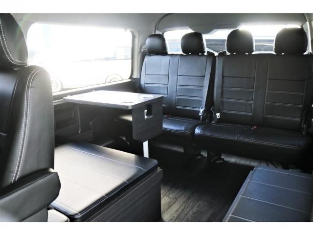 4列目前にはテーブルを設置することが可能でき、車内でのお食事も楽しんでいただけます!