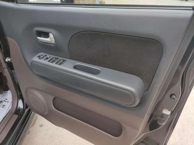 ドアの内張りも綺麗な状態を保っています。