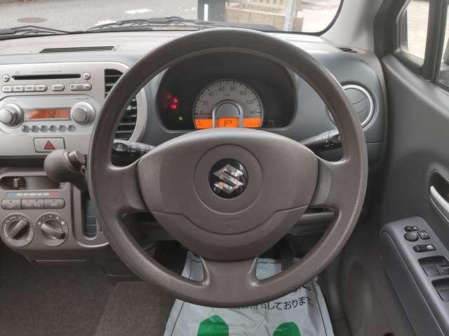 運転席からも操作しやすいボタンの配置です。