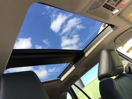【サンルーフ】解放感溢れるサンルーフ☆車内には爽やかな風や太陽の穏やかな光が差し込みます☆