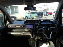 大きなフロイントガラスで視界が広く夜間でも安心して運転できます。