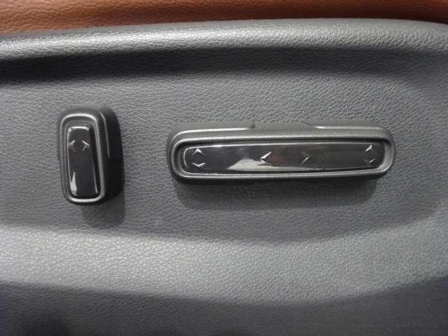 【運転席8ウエイパワーシート】 前後スライド、リクライニング、座面前後の高さをスイッチ操作で無段階に調節できます。
