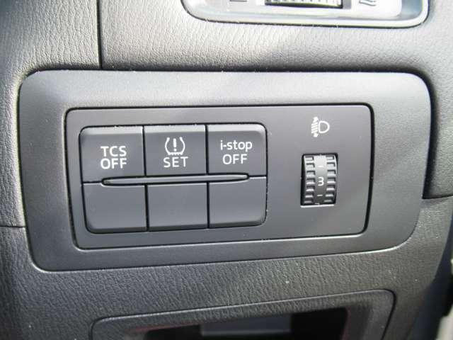 TRC(トラクションコントロール)が作動していると,ぬかるみや雪道でスタックしたとき,脱出できなくなります。 このため,TRCスイッチを使ってOFFします。 普段は,TRCスイッチを使うことはありません。