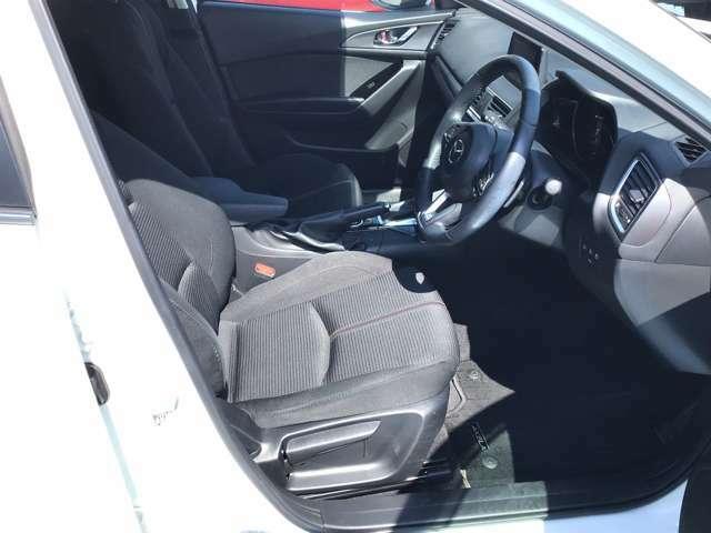 運転席シートには、シートリフター機能もあり座面の高さ調整が可能です!