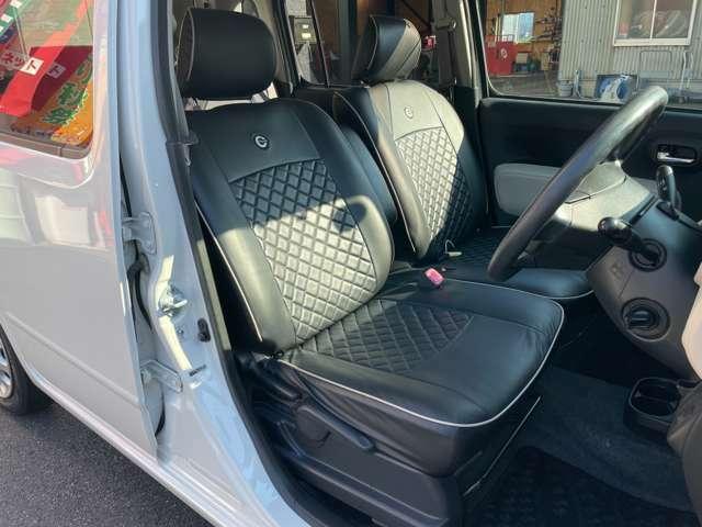 ベンチシートで足元広々☆ミラココア専用純正シートカバー装着済みです☆運転席シートリフター機能も付いてます☆