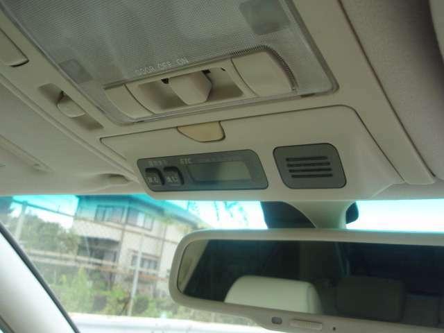 快適ドライブの必需品ビルトインETC!収納されてるので邪魔な配線等無く、料金所で止まることなく通過できますので燃費もさらに良くなります♪