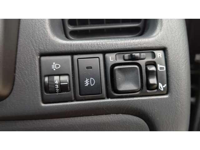 各種スイッチが右上にあります。
