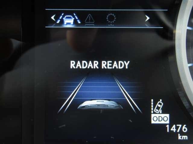 Bプラン画像:レーダークルーズはフロントグリルのレーダーセンサーが前車両を検知し、ハンドル部のスイッチひとつで前車輌を加速、減速を自動で行いながら一定の距離で追従する高速道路では大変便利な機能です。