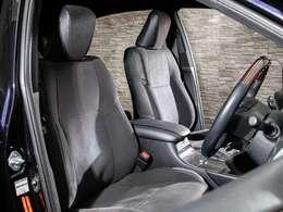 ハリアー専用ハーフレザーシートを全席採用!高級感のある雰囲気・座り心地を体感して下さい。
