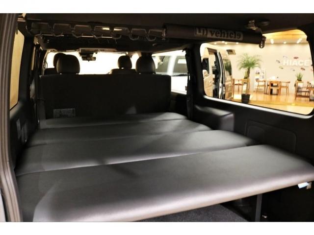 FLEXオリジナルベッドキットも付いて車中泊にも対応!