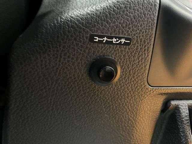 コーナーセンサーがついて、車輌との距離感を簡単確認!車庫入れ等も安心して出来ますね!