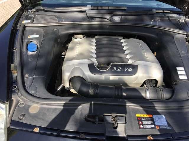 250馬力(カタログ値)を発揮するV6エンジン