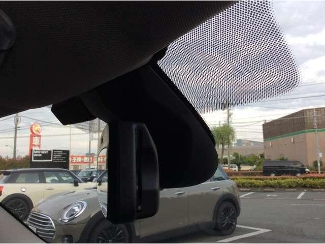 ETC車載器システム内蔵自動防眩ルームミラー ITSスポットによる渋滞情報受信サービスでは1000キロ先の渋滞情報まで網羅する事が可能です
