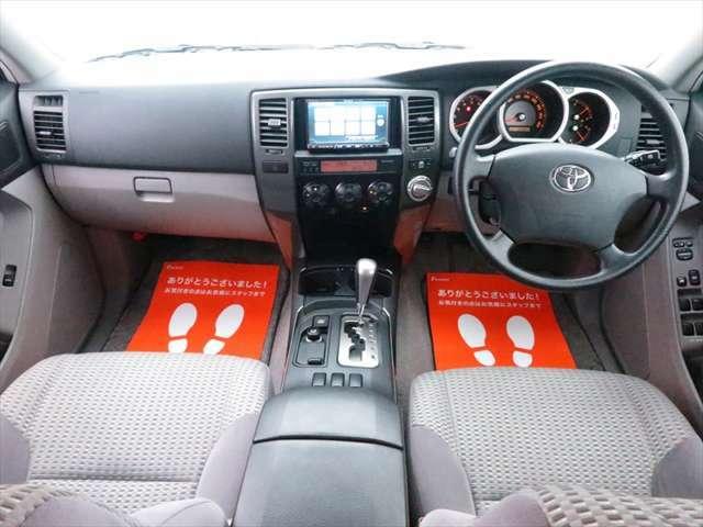 【高いアイポイント】SUVの特有である運転席のアイポイントが高く、見晴らしがよく広範囲を視野でとらえることが出来ます!