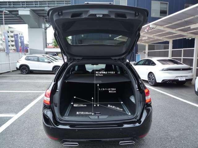 308SWの通常の時のラゲッジスペースの容量はクラストップレベルの610Lです。リアシートを全て折りたたんだ状態の容量は1,660L。開口部からフロントシートバックまでの長さは約1.8mになります☆