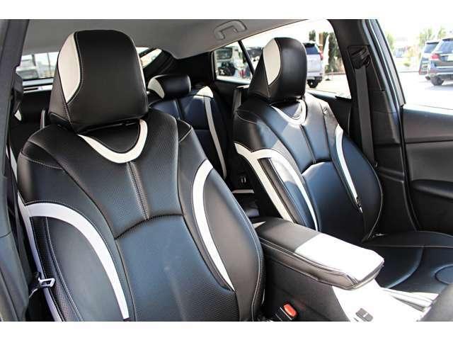 スポーティーなホールド感のあるシートはロングドライブも快適☆