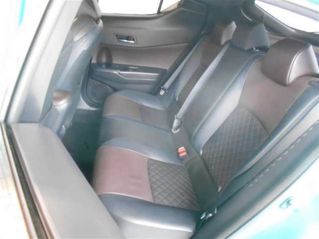 きれいにリフレッシュされており、疲れにくく座り心地のいい乗り降りもしやすいシートです。