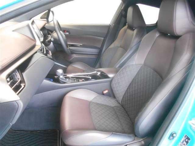 トヨタ中古車「まるごとクリーニング」施工済。外装はもちろん内装はシートを外して見えない所まで徹底洗浄しています。