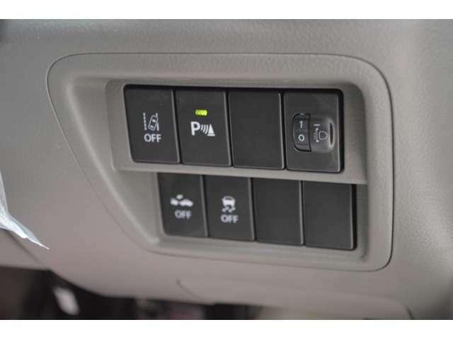 スズキセーフティサポート搭載で、デュアルカメラブレーキサポート、前方後方御発進抑制機能、車線逸脱警報、先行車発信お知らせ機能、後退時ブレーキサポート、ふらつき警報機能、ハイビームアシストなどが装備です