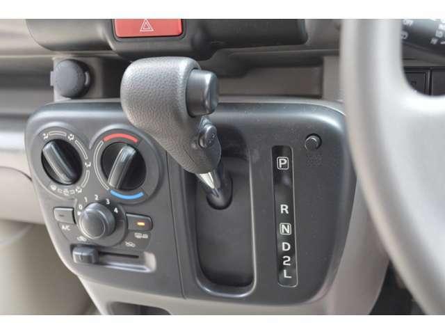 シフトの入れまちがいによる不意の後退を回避する、後方御発進抑制機能も装備です