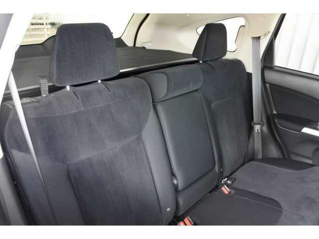 後部席のシートも綺麗です。足元もゆったりと乗れます。是非、体感して下さい!