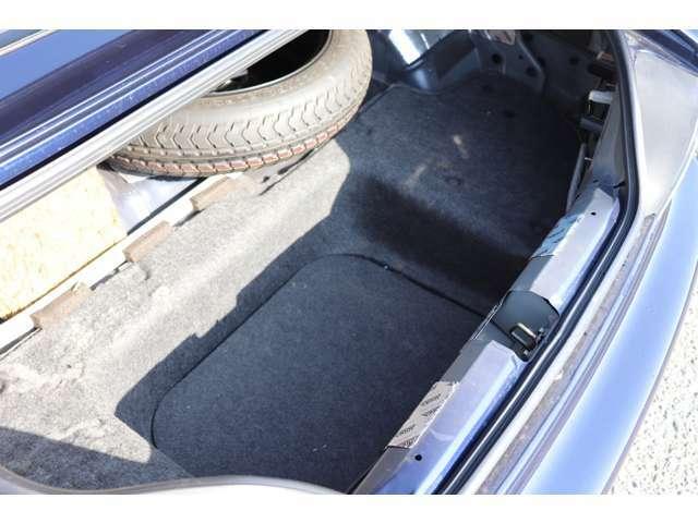 トランク内装はパネルの欠品が数点ありますが、使用には問題ございません!