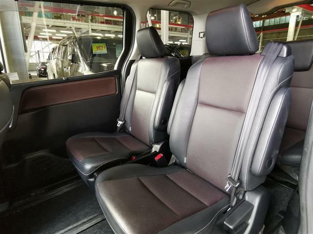 後部座席も余裕の広さで長距離ドライブも快適です♪