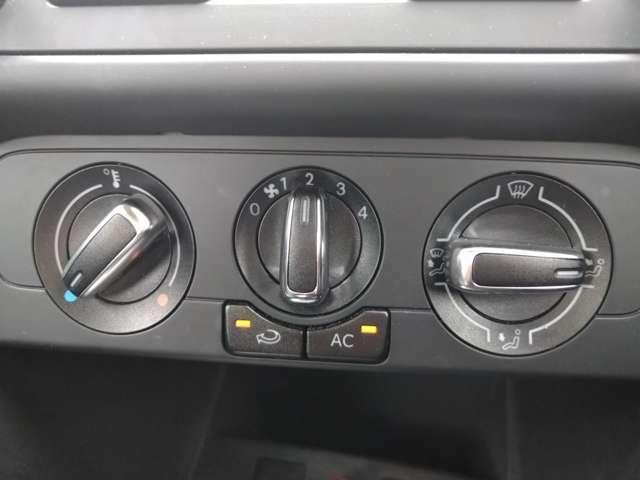 シンプルで使い易さとデザインを両立したマニュアルエアコン。