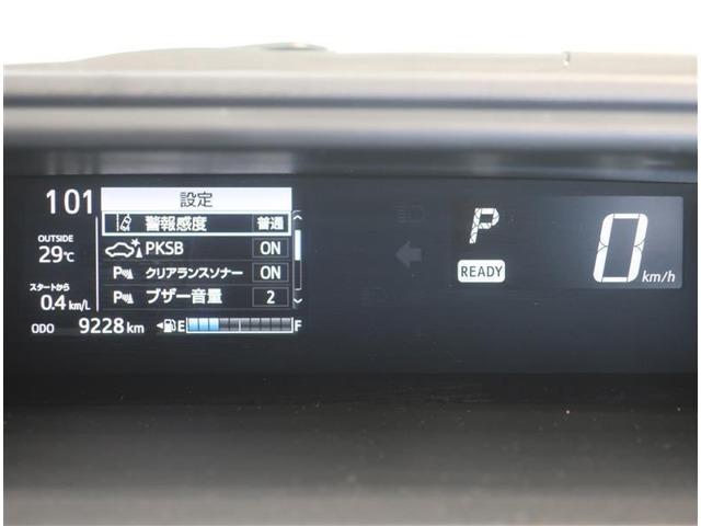スピードメーターはデジタル表示で見やすいです♪