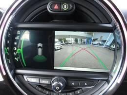 【バックカメラ】 メーカーオプションのバックカメラ装備で後方確認もラクラク。運転が苦手な方にも安心して乗っていただけます。