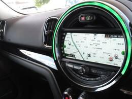 【メーカーナビ】です。タッチスクリーン、ミュージックサーバー、Bluetoothなど充実の装備です。