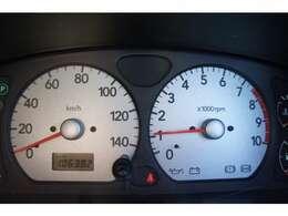 走行は106000KMですが、タイミングチェーン式のエンジンなので10万kmベルト交換の必要はありません。