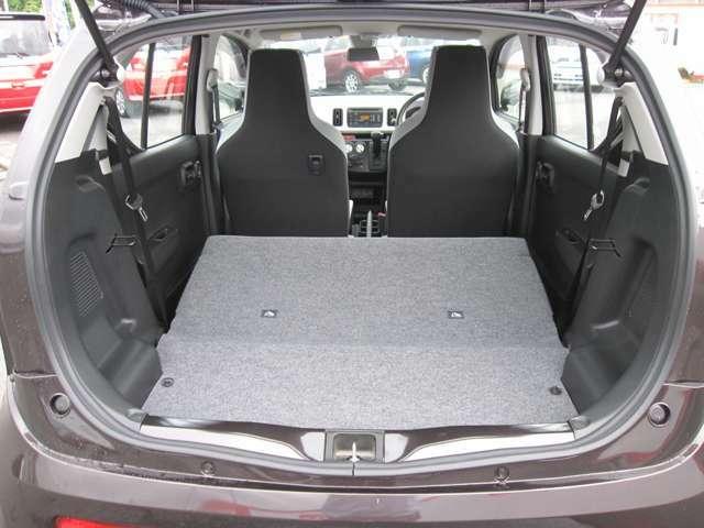 荷室広々。後席を倒して大きい荷物や長い荷物の積み込み可能に。