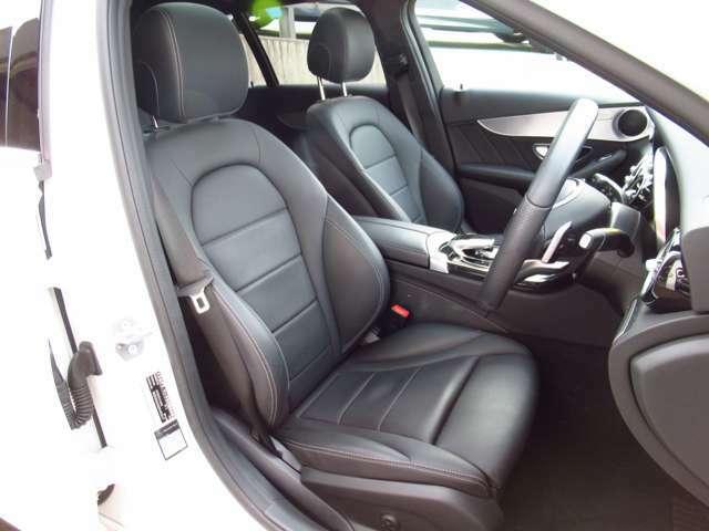 ●【お車の内装について】ホールド感のある座り心地のいい本革シートです。ロングドライブでも疲れにくいです♪