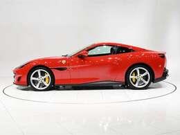 人気のスクーデリア・フェラーリ フェンダー・エンブレムを装着しております。