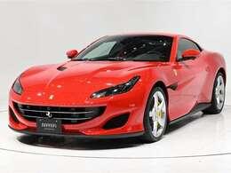 ボディカラーはRosso Corsa(赤)にインテリアはRosso Ferrari(赤)の人気の組み合わせでございます。