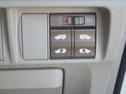【両側パワースライドドア】両側がパワースライドドアになっており、運転席のスイッチやキーレスエントリーのボタンからでも開閉が可能です!狭い駐車場でのお子様の乗り降りに便利です!