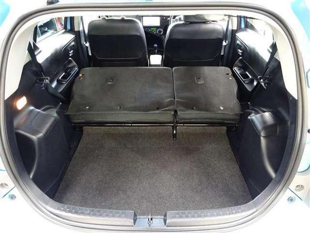 リヤシートを両方倒せば大きな荷物も車載可能です♪