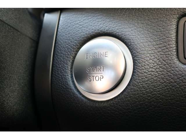 キーを携帯したままドアノブに手をかざすとドアの施錠・開錠が行えるスマートエントリーシステムです!プッシュボタンを押すことでエンジンスタート&ストップが可能なキーレスゴーを搭載しております!