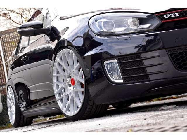 オプションブラックレザー!ノーマルベース車両より新品パーツでコンプリート!新品RotiformBLQ19インチ!新品NITTOタイヤ!新品フルタップ車高調!SDナビ!バックカメラ!地デジ!ETC!