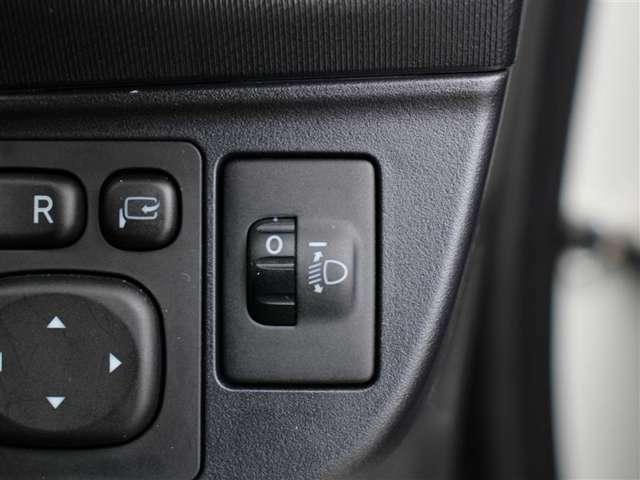 車体が傾いた状態の時にヘッドライトの光の高さを上下に調整することが出来ます!