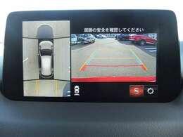 「360°ビュー・モニター」では、フロント、サイド(左右)、リアの4つの高感度カメラによって、狭い場所での駐車や狭い道でのすれ違い、T字路への進入時などの危険認知をサポートします。