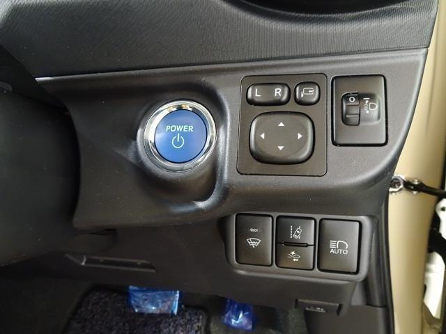 【スマートキー&プッシュスタート】カギをポケットやバッグに入れたままでエンジンの始動やドアロックの施錠・開錠ができます!荷物が多い時に便利ですね!