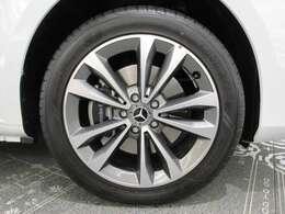 ◆純正18インチAWです。タイヤサイズは前後共に245/45R18です◆