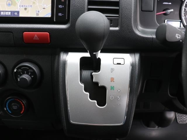 親しみやすいシフトです。 坂道や信号の多い日本では操作が簡単でいいです。 シフトチェンジしやすい所に考えられて配置されているので操作し易いですよ。