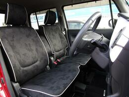 運転席はベンチシートを採用しており、実際よりも広く感じることが出来ます!
