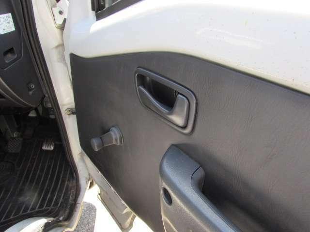 当社は販売のみならず、車検、整備にも力を入れております。お客様のお車で何かお困りの事がございましたらお気軽にスタッフまでお尋ね下さい。